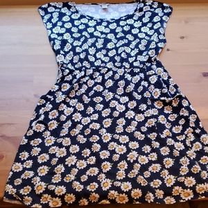 Forever 21 daisy dress w button detail & pockets